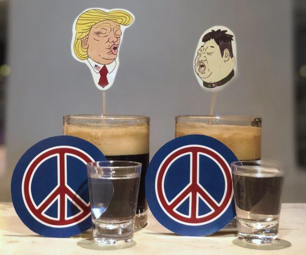 """Quảng cáo """"ăn theo"""" Hội nghị Trump – Kim hốt tiền tại Singapore"""